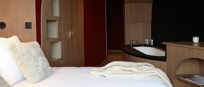 france_portes_du_soleil_avoriaz_hotel-des-dromonts_bedroom.jpg